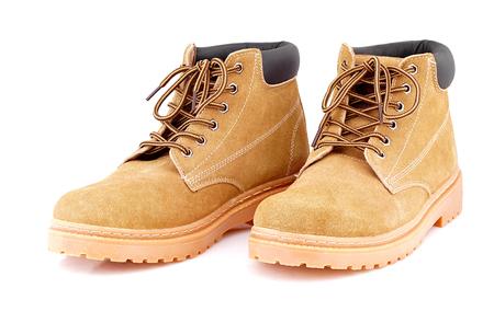 Kostki skórzane buty na białym tle.