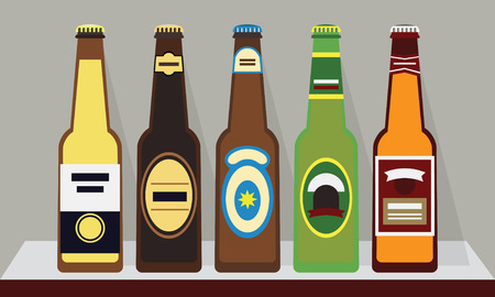 Una fila di bottiglie piene di birra con tappi a scaffale, 1 SET - Design piatto moderno Archivio Fotografico - 30712300