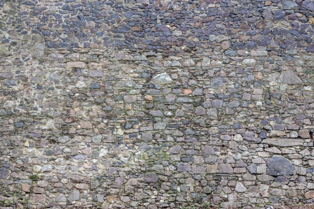 wall of the sharp stones of various sizes