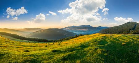 朝の光の村の近くの山の中腹に農業分野 写真素材