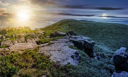 昼と夜の時間変化のコンセプトです。丘の中腹の端に巨大な岩。天気の良い夏の山の風景