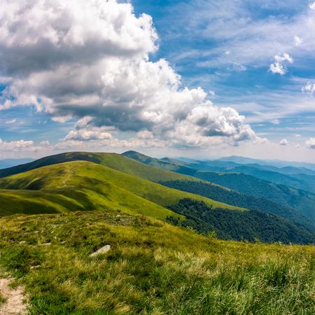 美しい風景の豪華な cloudscape は。山の夏の日の美しい風景 写真素材