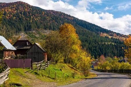 대로 산 마을입니다. 아름다운 시골 풍경