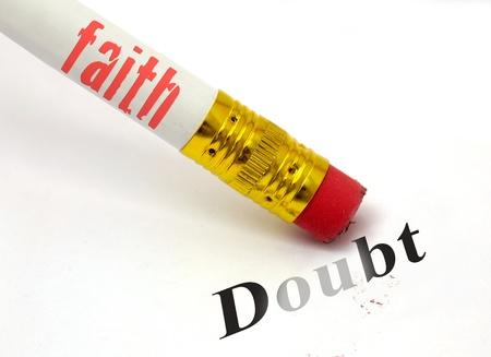 sacrificio: concepto de lápiz y goma de borrar con la fe borrar dudas