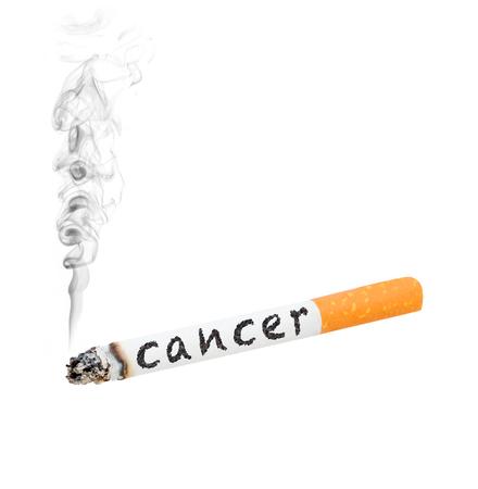 """salud publica: Un cigarrillo encendido con la palabra """"cáncer"""" en el lado"""