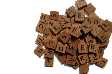 revoltijo: revoltijo de letras, entre las cuales, las palabras y el poder se puede discernir. Aislado Foto de archivo