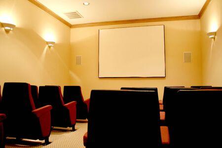 Cálido y vacía sala de cine Foto de archivo - 382394