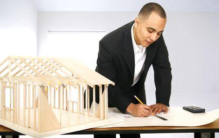 arquitecto dibujando una planta en su oficina  Foto de archivo - 3023254