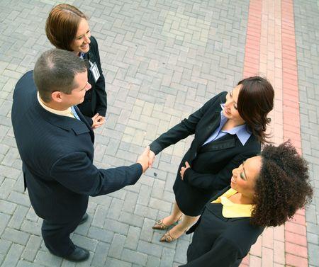 discutere: gruppo di uomini d'affari diversit� hanno un affare. Caucasian, African American, asian Archivio Fotografico