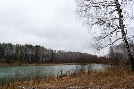 Autumn lake under drizzling rain Banco de Imagens