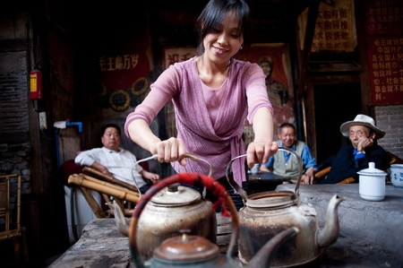CHENGDU,CHINA-APRIL 24, 2011:Unknown woman in the tea, teahouse in Chengdu, the 200-year history, April 24, 2011, Chengdu, China Stock Photo - 12768546