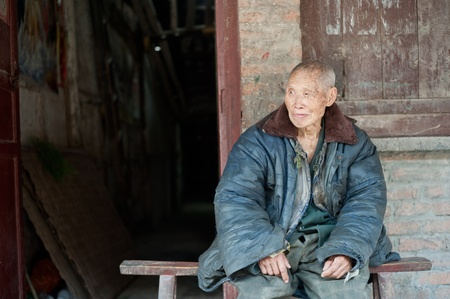 SICHUAN,CHINA-APRIL 4,2010:Unknown for the elderly at home alone, unattended, his sons and daughters working in the field, Sichuan, China, April 4, 2010 Stock Photo - 12768590
