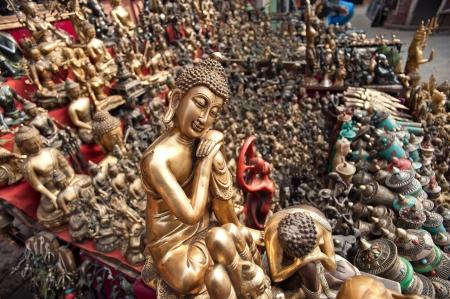 N�pal, les statues de Bouddha dans le temple Banque d'images