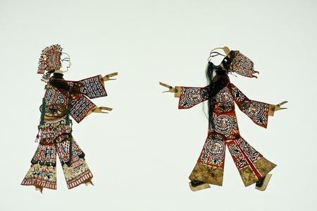 L'art chinois du th��tre d'ombres, un th��tre populaire ancienne, mille ans d'histoire