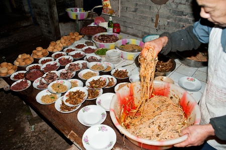 Sichuan, China in January -22, 2012, an unknown man, at home to prepare dishes to celebrate the Spring Festival, Sichuan, China, 2012 January 22, Stock Photo - 13436888