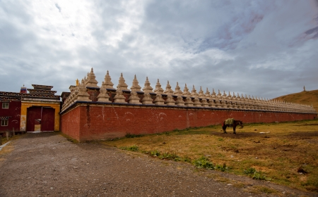 bouddhisme: Temple du bouddhisme tib�tain � l'int�rieur