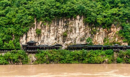 Traditional Chinese house on the banks of the Yangtze River Stock Photo
