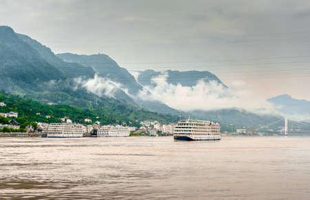 yangtze river: large passenger ship sailing on the Yangtze River in China Stock Photo