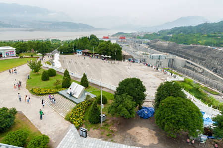 SANDOUPING-AUGUST 21: Tourists walk on the viewing platform Three Gorges Dam, on August 21,2012, Sandouping, China Stock Photo - 16377788