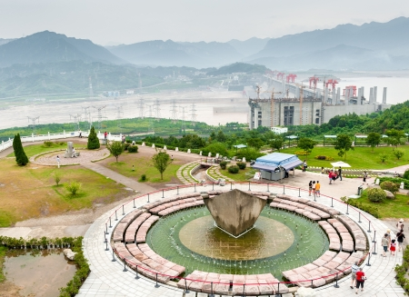 SANDOUPING-AUGUST 21: Tourists walk next to the fountain at the observation deck Three Gorges Dam, on August 21,2012, Sandouping, China Stock Photo - 16377779