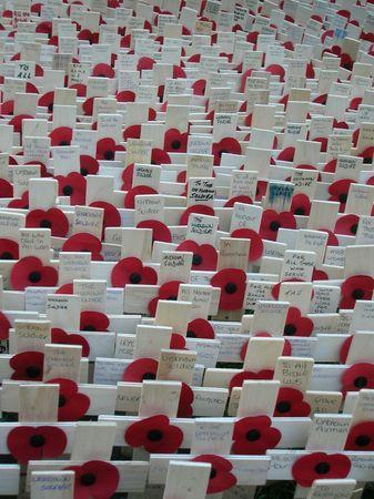 memorial cross: Memorial fuera de Londres, la Abad�a de Westminster para D�a del Recuerdo.  Editorial