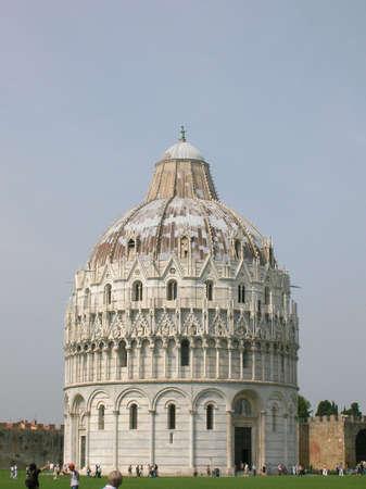 피사, 이탈리아의 기울고 타워 옆에 종탑.