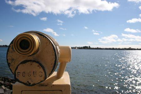 sucher: Ein M�nzenviewfinder gezeigt auf San Diego Hafen. Lizenzfreie Bilder
