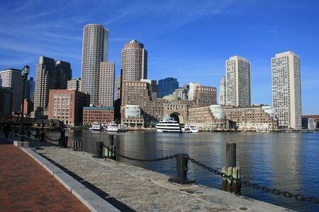 A path along Boston Harbor. Imagens
