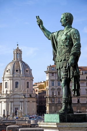 despotism: Marcus Cocceius Nerva Caesar Augustus, 8 November 30 – 27 January 98. Was Roman Emperor from 96 to 98 AC. Statue with view of the Trajan Markets.