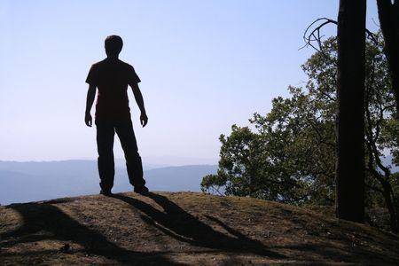 Hombre mirando el horizonte  Foto de archivo - 432870