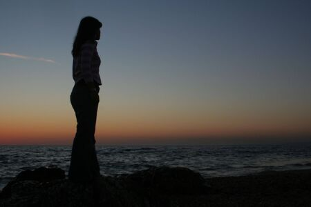 mujer mirando el horizonte: Mujer mirando el horizonte