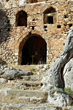 laconia: Among the rocks, stands the twelfth-century Old Monastery  Palaiomonastiri  where 300 people from Vrontamas shut themselves in and refused to hand themselves over to the hordes of the Egyptian Ibrahim Pasha  On 15 September 1825, unable to take this forti Stock Photo