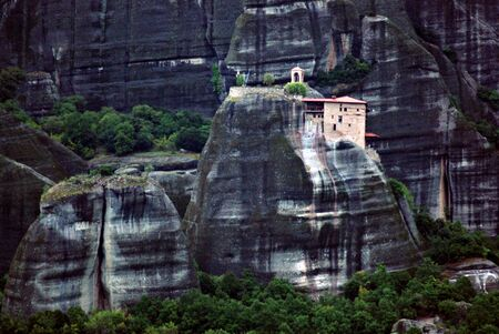 The Holy Monastery of Saint Nicholas of Anapafsas is the first Monastery that we encounter on our way to the Holy Meteora. The monastery is only a short walk from Kastraki village just 1km away. Standard-Bild