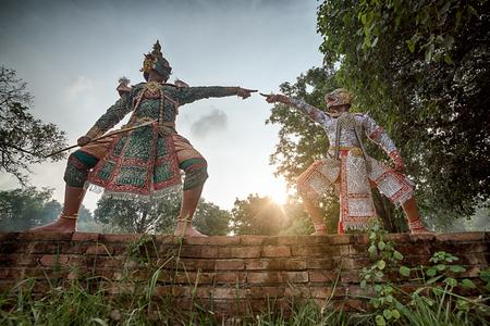 pantomima: ESTRICTAMENTE KHON BAILE: intérpretes de uno de los bailes más respetados de Tailandia están manteniendo viva la tradición, a pesar de la reciente disminución de la popularidad de esta forma de arte Editorial