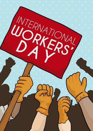 Lavoratori con le mani in alto uniti esigenti diritti del lavoro nella marcia commemorativa del Giorno dei Lavoratori.