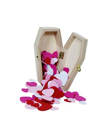 conquers: Small wooden coffin with a metal clasp filled with traditional heart shape