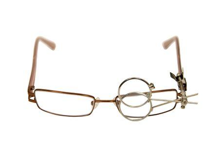 強化し、メガネによって項目を拡大するためのレンズ上のクリップします。