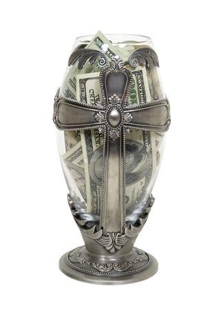 Lange Zilveren Kruis schip die gods dienst gevuld met grote hoeveelheden contant geld  Stockfoto - 5397747