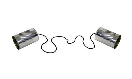 Retro communicatie getoond door twee blikjes aan een touwtje voor een kinderversie van een telefoon Stockfoto - 7234581