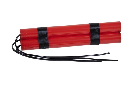 Bundel van rode stokken van dynamiet met lange zekeringen