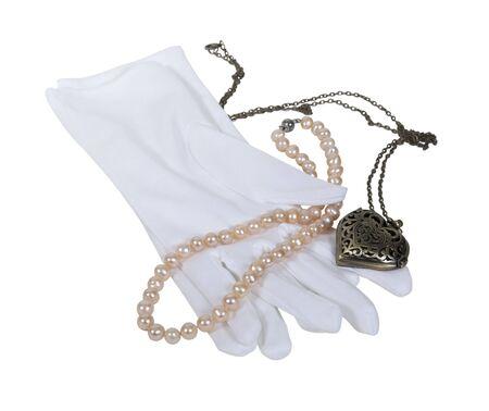 medaglione: Guanti bianchi con perle e un ciondolo cuore - percorso incluso