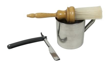 Rasoio con la tazza e il pennello utilizzato per la rasatura - percorso incluso Archivio Fotografico - 10996688