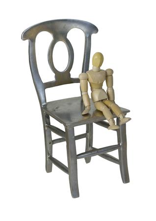 person sitzend: Kleine Person sitzt auf einem gro�en Metallstuhl Pfad enthalten
