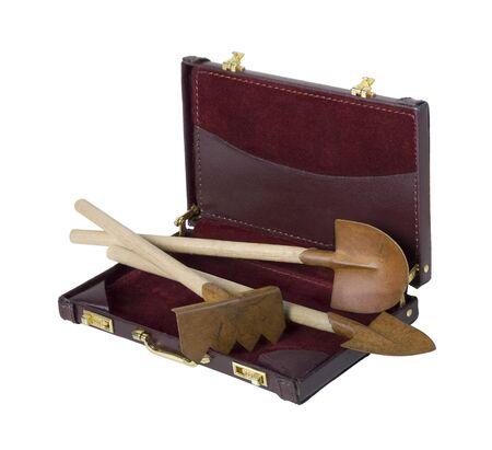 Gartenwerkzeuge einschließlich Schaufeln und Rechen in einem Aktenkoffer - Pfad enthalten Standard-Bild - 40286781