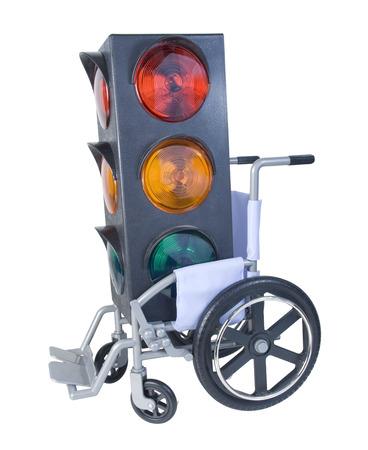 aide � la personne: Feux de circulation dans un fauteuil roulant utilis� pour l'assistance dans le transport personnel - chemin inclus