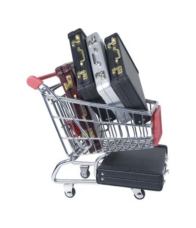 Winkelwagen gevuld met lederen aktetassen die worden gebruikt om artikelen naar kantoor te vervoeren - inclusief pad