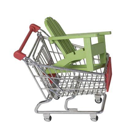Houten strandstoel in een winkelwagentje Stockfoto
