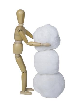 Een sneeuwpop maken door drie sneeuwballen samen op te stapelen - inclusief pad Stockfoto