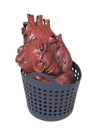 Medisch hart dat normaal in de borst klopt in een wasmand - inclusief pad