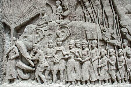 ancient tradition: Intrincado mural tallado tailand�s - antigua tradici�n de rey Foto de archivo